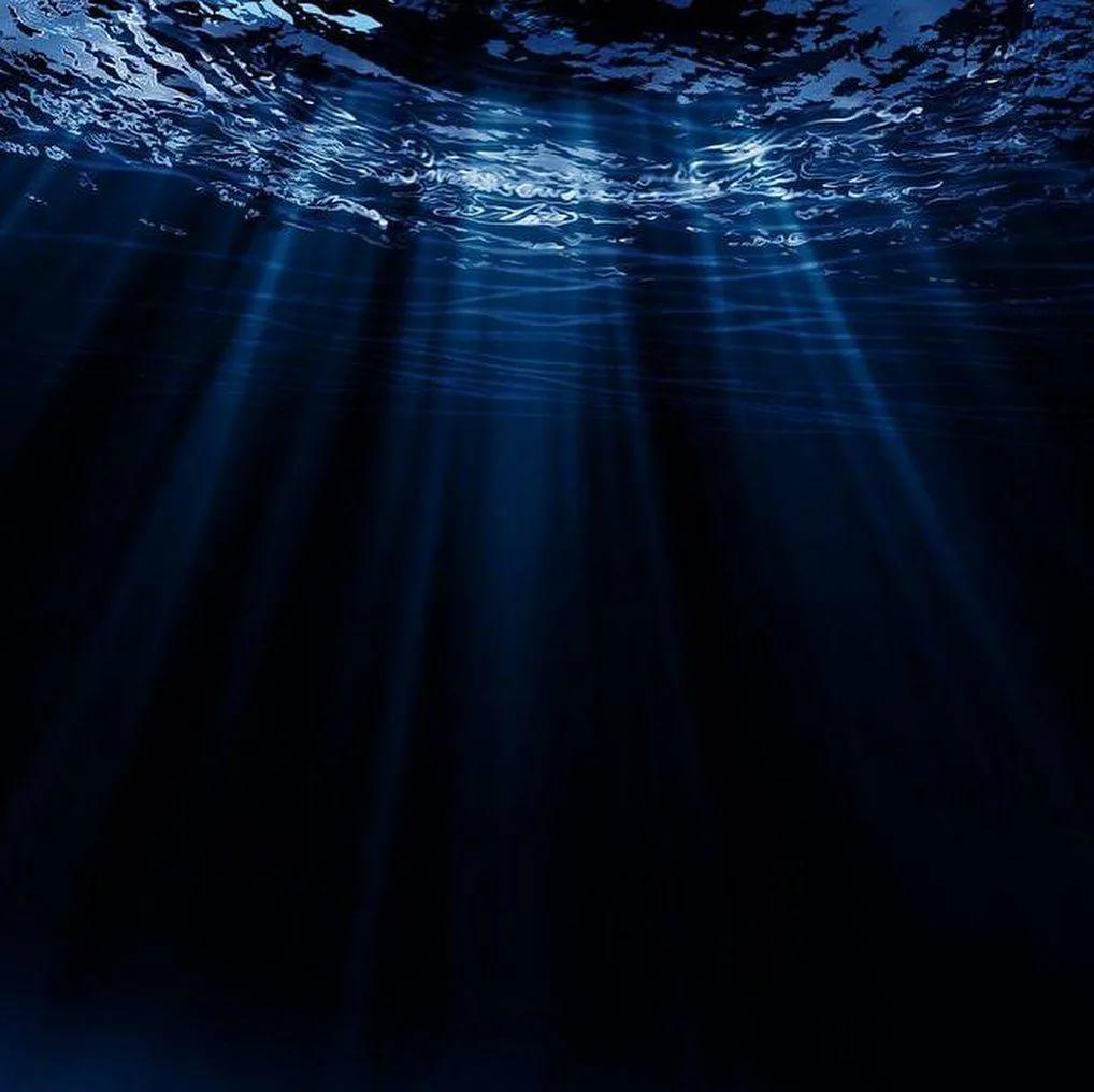 море и свет сквозь толщу воды